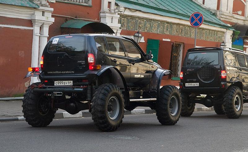 800px-Moscow,_Taganka_trucks_Oct_2009_02